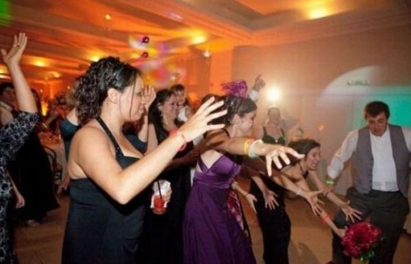 ¿Quién cogerá el ramo de flores en la boda?