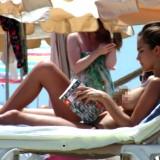 Natalia Sánchez, con la capota al descubierto, disfrutando del verano