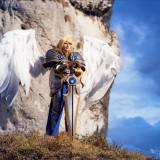Angelical cosplay de Battleborn Kayle de League of Legends