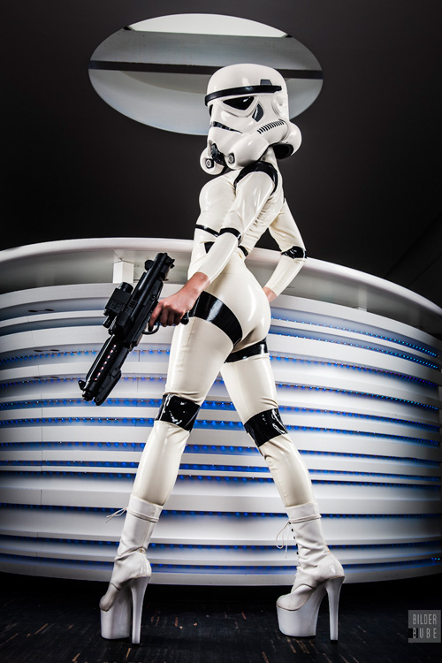 latex-stormtrooper-cosplay-01