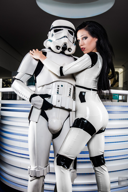 latex-stormtrooper-cosplay-04
