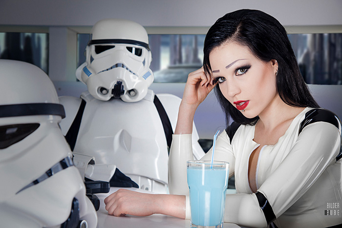 latex-stormtrooper-cosplay-06
